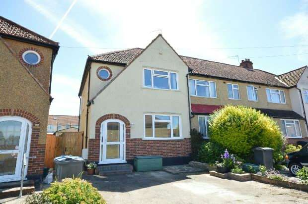3 Bedrooms End Of Terrace House for sale in Court Crescent, Chessington