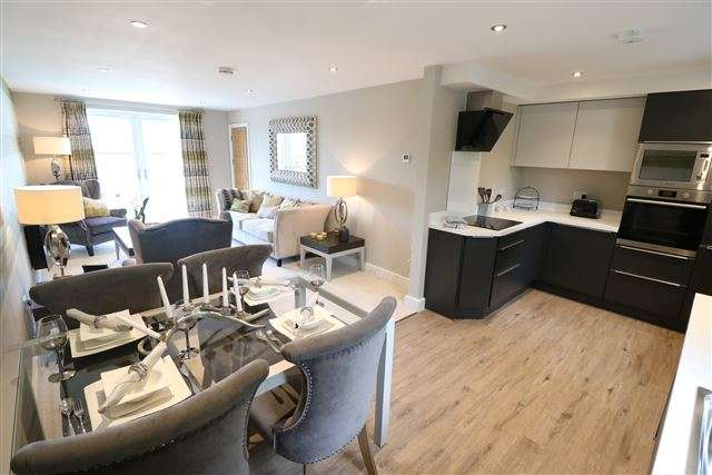 4 Bedrooms Maisonette Flat for sale in Thornton Court, Carlisle, CA3 9HZ