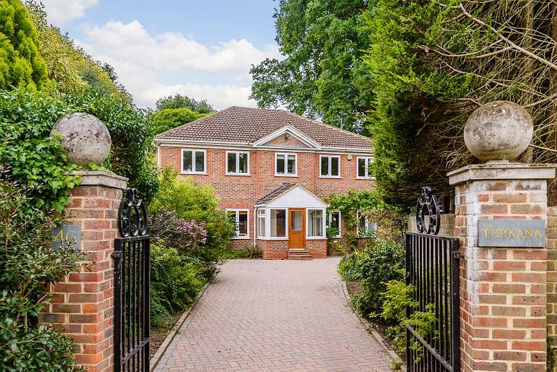 5 Bedrooms Detached House for sale in Weybridge
