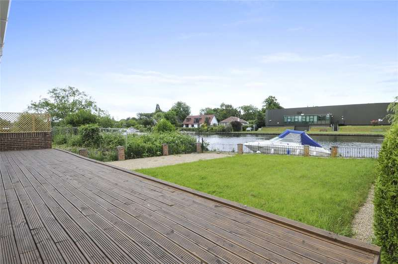 4 Bedrooms Detached House for sale in The Island, Wraysbury, Berkshire, TW19