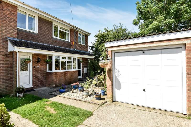 3 Bedrooms Semi Detached House for sale in Mull Close, Oakley, Basingstoke, RG23
