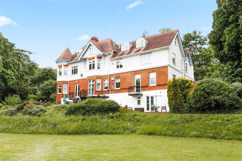 3 Bedrooms Flat for sale in The Heights, Henley Road, Marlow, Buckinghamshire, SL7