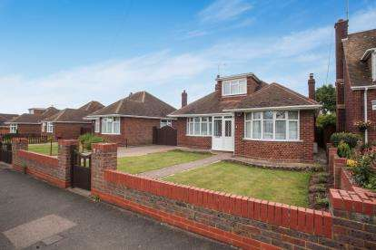 3 Bedrooms Bungalow for sale in Birdsfoot Lane, Luton, Bedfordshire, Ickniled