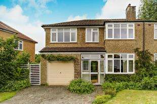 4 Bedrooms Semi Detached House for sale in Newstead Rise, Caterham, Surrey, .