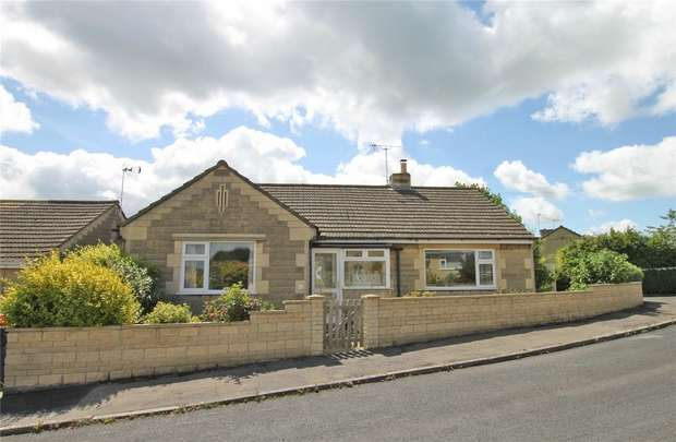 3 Bedrooms Detached Bungalow for sale in 17 Huntingdon Rise, Bradford on Avon, Wiltshire