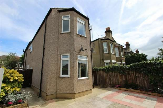 2 Bedrooms Ground Maisonette Flat for sale in Cossington Road, WESTCLIFF-ON-SEA, Essex