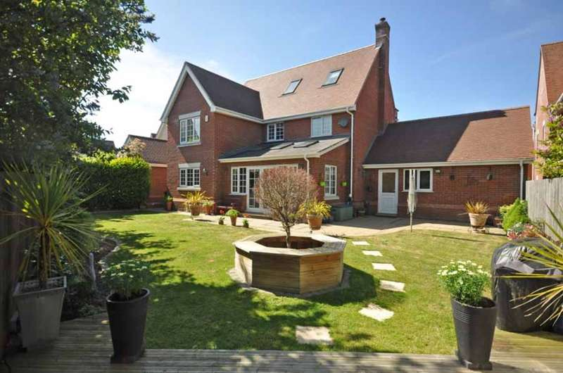 5 Bedrooms Detached House for sale in Quilberry Drive, Great Notley, Braintree, CM77