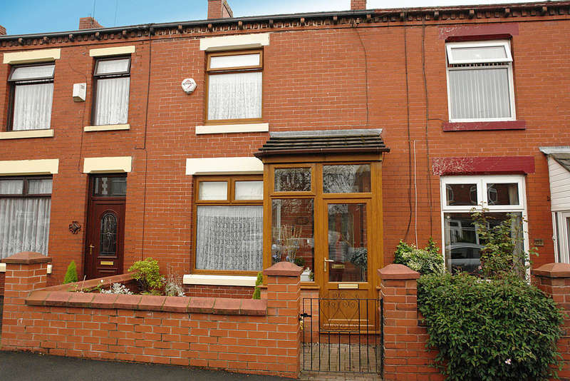 2 Bedrooms Terraced House for sale in Spring Lane, Lees