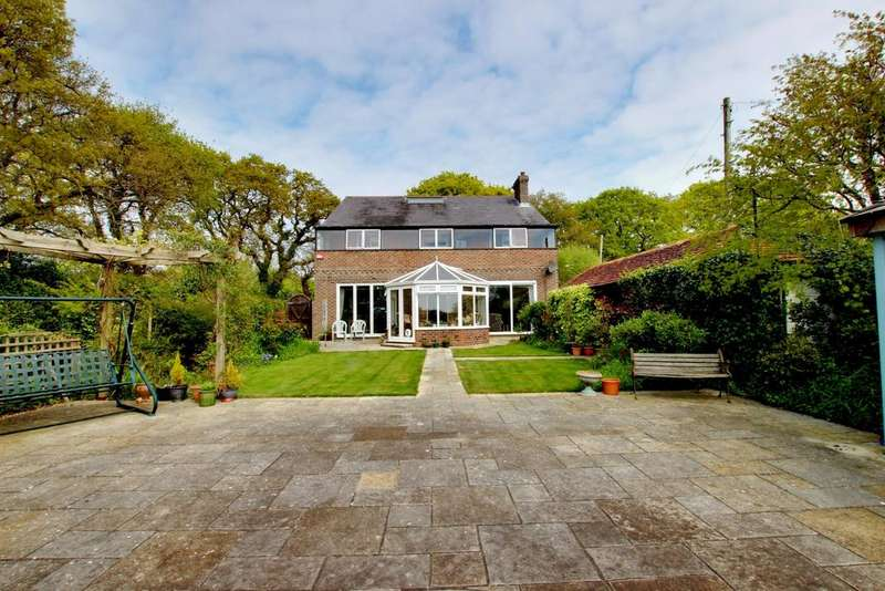 4 Bedrooms Detached House for sale in Hayling Island