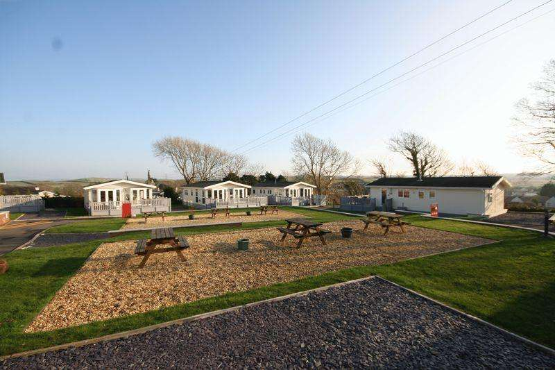 2 Bedrooms Park Home Mobile Home for sale in Llanfechell, Anglesey