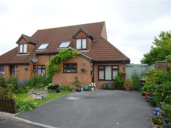 3 Bedrooms Semi Detached House for sale in Poppyfields, Gillingham