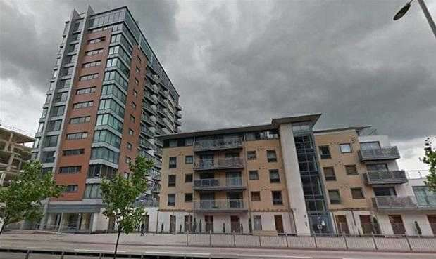 1 Bedroom Apartment Flat for sale in Eastern Avenue, Gants Hill, Ilford