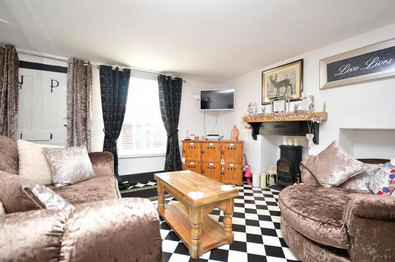 2 Bedrooms Cottage House for sale in High Street, Burnham-On-Crouch, Essex, CM0