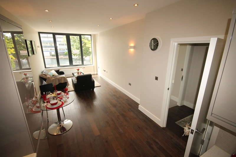 1 Bedroom Apartment Flat for sale in Flat 11 Swan House, The Embankment, Bedford, MK40