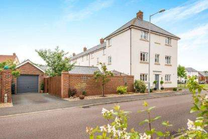 4 Bedrooms Semi Detached House for sale in Wymondham, Norwich, Norfolk