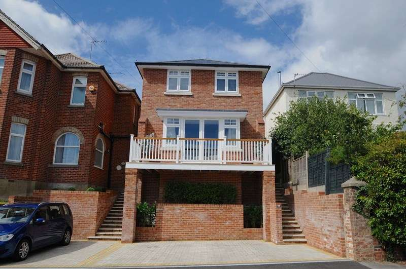 4 Bedrooms Detached House for sale in Queens Road, Alexandra Park, Poole