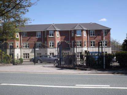 2 Bedrooms Flat for sale in Wigan Road, Standish, Wigan, Greater Manchester, WN1