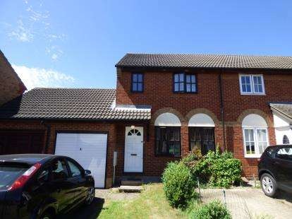 3 Bedrooms Terraced House for sale in Hollybush Way, Cheshunt, Waltham Cross, Hertfordshire