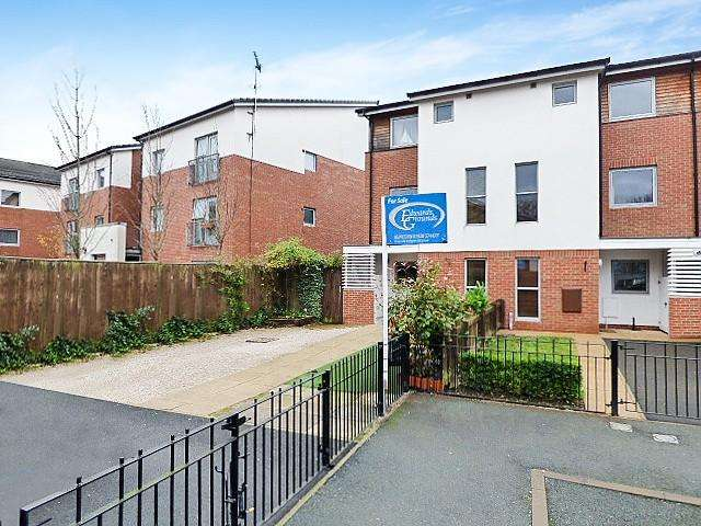 3 Bedrooms Mews House for sale in Denbigh Court, Castlefields, Runcorn