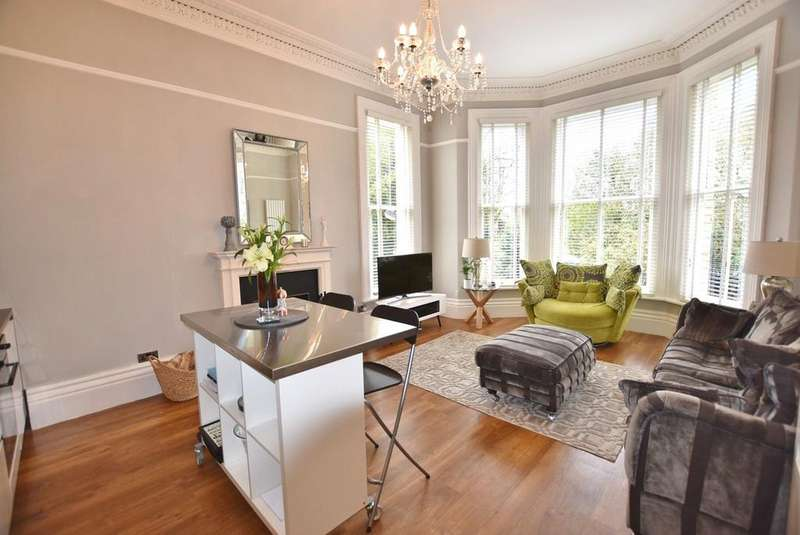 2 Bedrooms Apartment Flat for sale in Heald Road, Bowdon