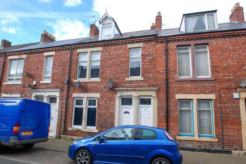 3 Bedrooms Maisonette Flat for sale in Dacre Street, South Shields