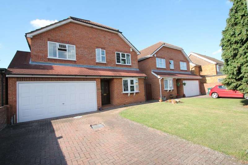 4 Bedrooms Detached House for sale in Lynegrove Avenue, Ashford, TW15