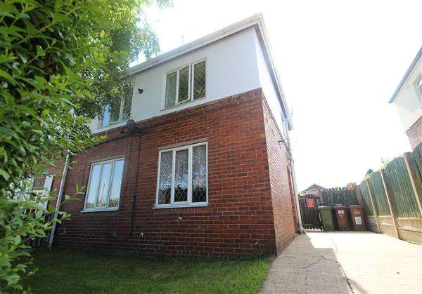 3 Bedrooms Semi Detached House for sale in First Avenue, South Kirkby