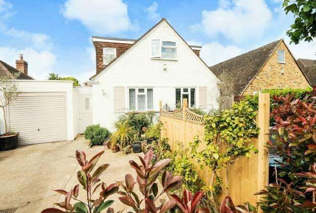 4 Bedrooms Detached House for sale in York Road, Windsor