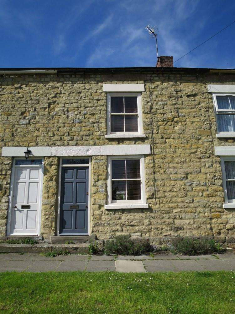 2 Bedrooms Cottage House for sale in Bull Dog Cottage, 2 Mowbray Terrace, West End, Ampleforth, YO62 4DZ