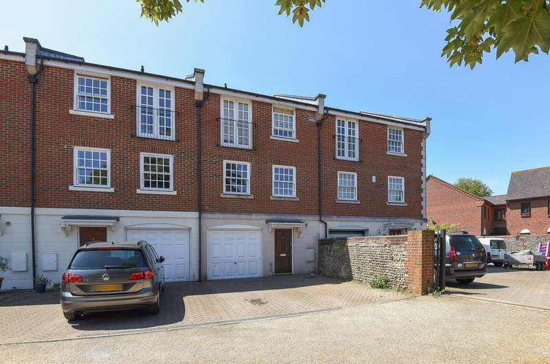 4 Bedrooms House for sale in Mead Court, Mead Lane, Bognor Regis, PO22
