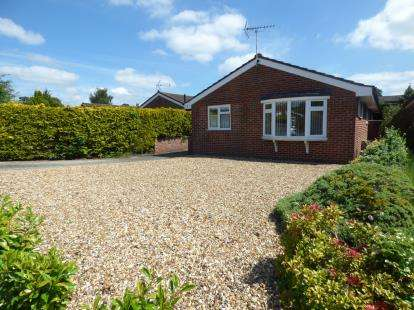 3 Bedrooms Bungalow for sale in St. Ives, Ringwood, Dorset