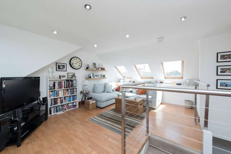 2 Bedrooms Flat for sale in Cologne Road, Battersea, London