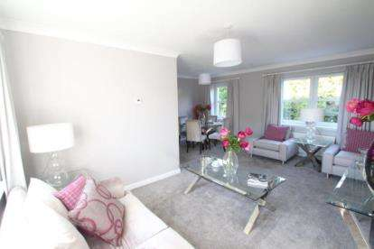 2 Bedrooms Flat for sale in Mallots View, Newton Mearns