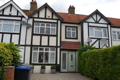 3 Bedrooms Terraced House for sale in Lewgars Avenue, Kingsbury, London, Uk