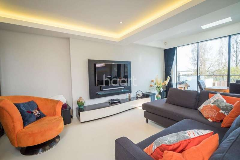 4 Bedrooms Semi Detached House for sale in Sheringham Avenue, Oakwood, N14
