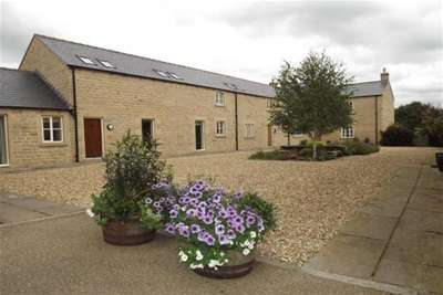 3 Bedrooms Barn Conversion Character Property for rent in Herewards Road, Oakes Park, S14 1DL