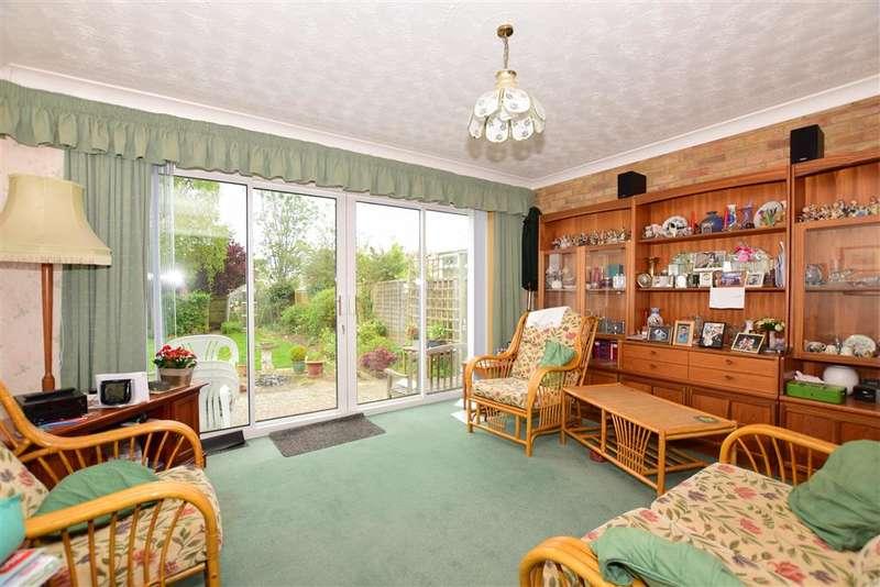 4 Bedrooms Bungalow for sale in Cobtree Road, Coxheath, Maidstone, Kent
