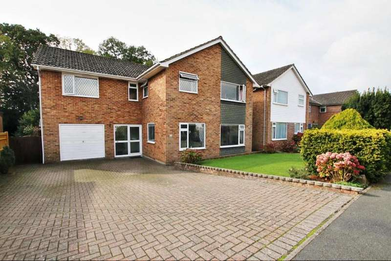 5 Bedrooms Detached House for sale in Ingrams Way, Hailsham BN27