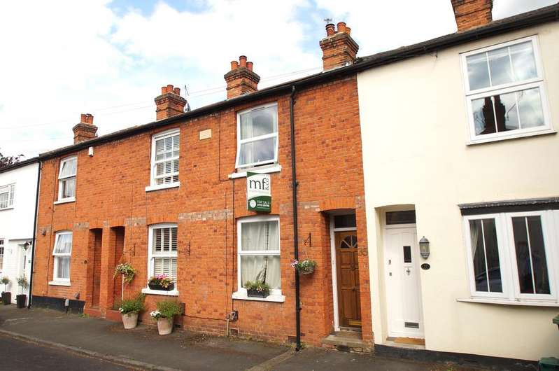 2 Bedrooms Terraced House for sale in Glencoe Road, Weybridge KT13