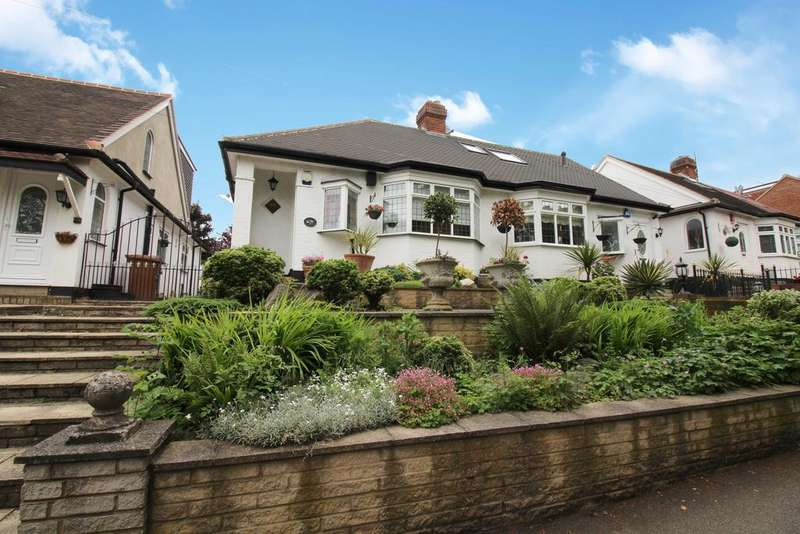 2 Bedrooms Semi Detached Bungalow for sale in Yardley Lane, Chingford E4