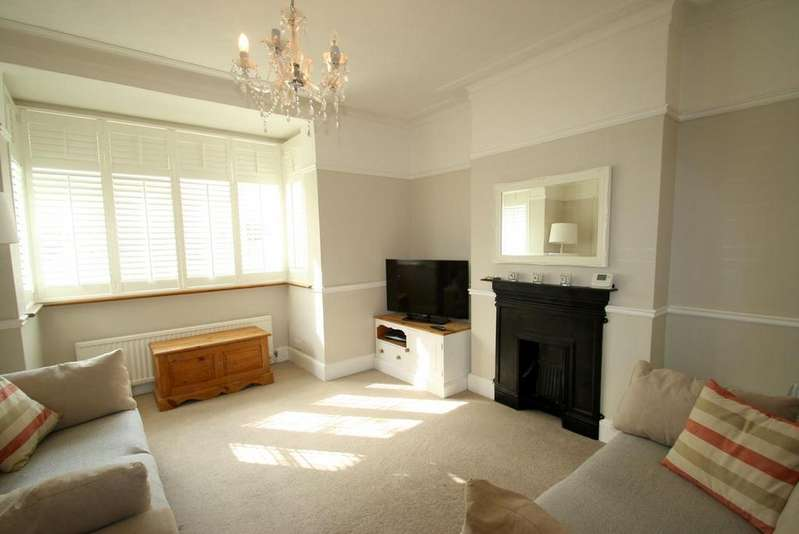 3 Bedrooms End Of Terrace House for sale in Cheltenham Drive, Leigh-On-Sea
