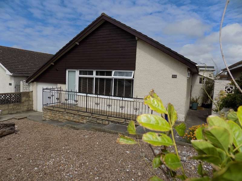 3 Bedrooms Detached Bungalow for sale in Seaview Drive, Ogmore-by-Sea, Bridgend. CF32 0PB