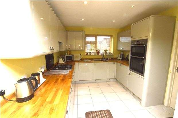 4 Bedrooms Semi Detached House for sale in Swallowcroft, Eastington, Gloucestershire, GL10 3BH