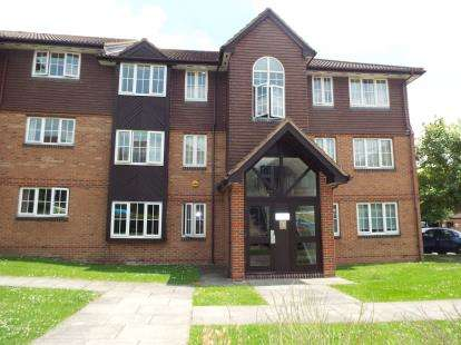 2 Bedrooms Flat for sale in Waverley Road, Enfield, Hertfordshire