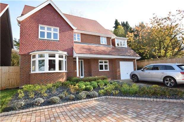 5 Bedrooms Detached House for sale in Copthorne Road, Felbridge, EAST GRINSTEAD, West Sussex, RH19 2NU