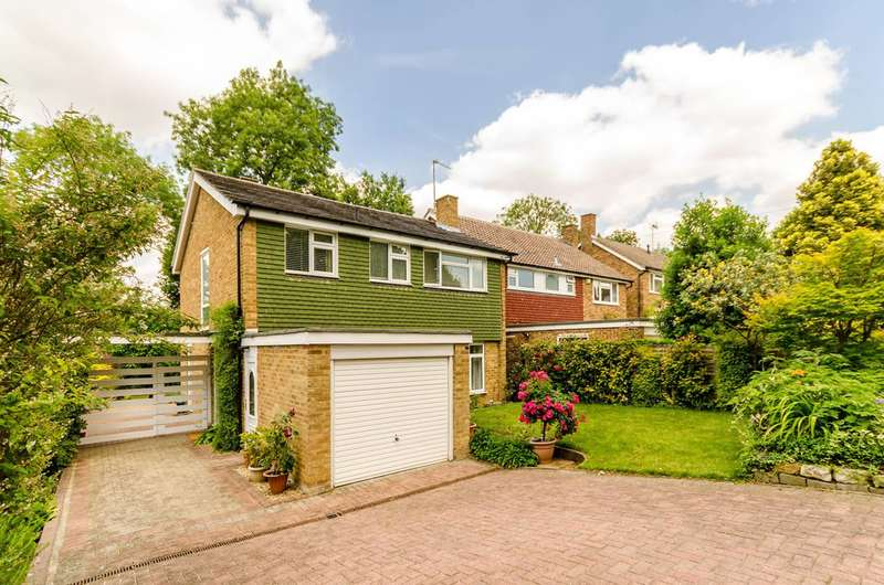 4 Bedrooms Detached House for sale in Cumbrae Gardens, Surbiton, KT6