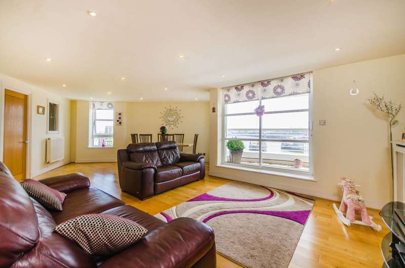 2 Bedrooms Flat for sale in Barrier Point, Royal Docks, E16