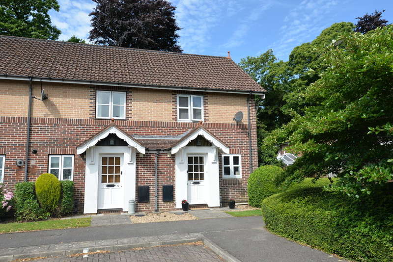 2 Bedrooms Semi Detached House for sale in Vicarage Gardens, Hordle