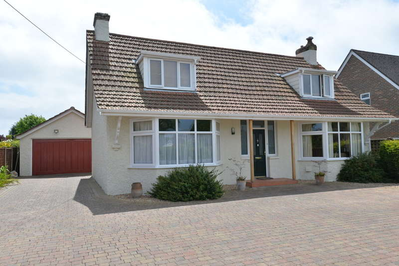 4 Bedrooms Detached House for sale in Barton Court Road, New Milton