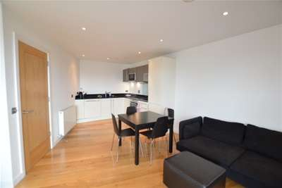2 Bedrooms Flat for rent in Candle House, Granary Wharf, City Centre